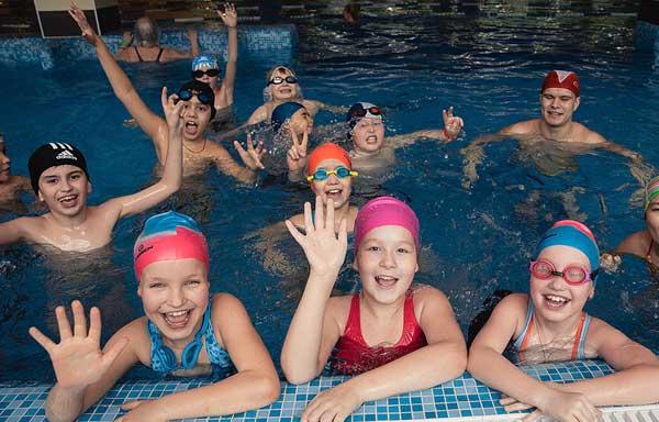 детский праздник в бассейне Зорге фитнес